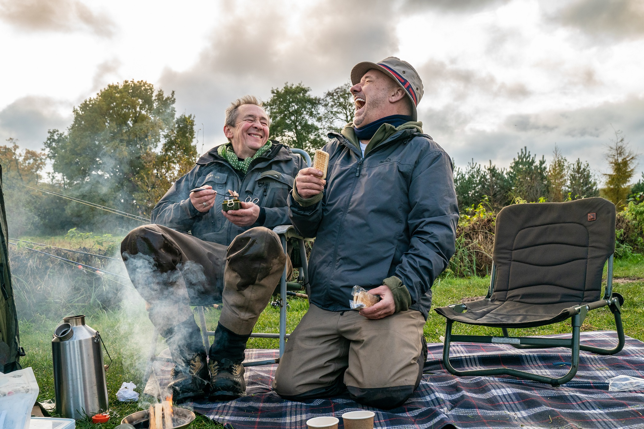 Mortimer & Whitehouse Gone Fishing S3 Paul Whitehouse, Bob Mortimer Picnic Beside A Norfolk Lake SMALL